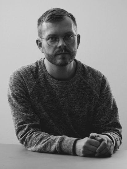 Anders Teglund släpper sin första pianoskiva Björkris 1 om livet i en hyresrätt Foto: Pär Olofsson